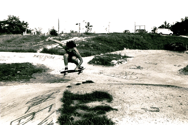 jim-murphy-tuck-knee-indy-air-edgewood-virginia-1986-photo-jason-oliva.jpg