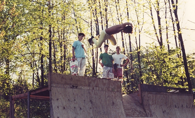 hosoi-backside-air-jeffs-ramp-circa-1986-rocky-jason-and-jeff-looking-on.jpg