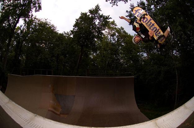 Derek Krasauskas Kick flip Chaumpa Ramp