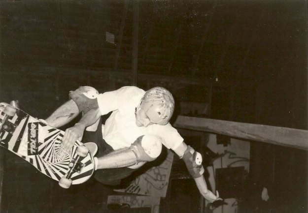 steve-mannion-frontside-air-barn-1985